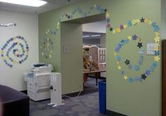 Create a night sky with construction-paper stars. Westerville Public Library's 2012 Summer Reading Program asked participants to help them decorate their walls with stars to represent the hours that they read throughout the summer. Animal Activities, Educational Activities, Classroom Walls, Classroom Decor, Incentive Ideas, Reading Incentives, Summer Reading Program, Star Wall, Paper Stars