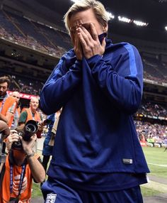 Abby Wambach leaves the field after her final match, in the Superdome in New Orleans on Dec. Ronaldo Soccer, Us Soccer, Morgan Soccer, Soccer Players, Nike Soccer, Soccer Tips, Soccer Cleats, Cristiano Ronaldo, Soccer Stuff