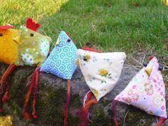 Sew Triangular Chickens - Free Guide - The Most Popular and Trend Sewing Models / Patterns Camping Crafts For Kids, Craft Activities For Kids, Preschool Crafts, Diy For Kids, Patriotic Crafts, July Crafts, Easter Crafts, Diy And Crafts, Labor Day Crafts