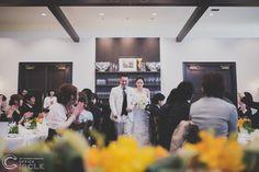 """西梅田にある""""CORONA""""は天井高3.8mのフロアと視界を遮る柱のない広々空間はエリア最大級なレストランです!!着席で150名様まで収容可能なのでゲストが沢山いらっしゃるお二人にも、おすすめです☺ロケーションフォト#前撮り#フォトウェディングのご予約受付中です☺︎ 人気の#和装前撮り&nbs"""