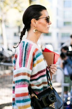 Street style: The best jewelry looks at Fashion Week Fashion Week Paris, Street Fashion, Toni Garrn, Winter Trends, Look Younger, Street Style Looks, Vogue Paris, Who What Wear, Fashion Advice