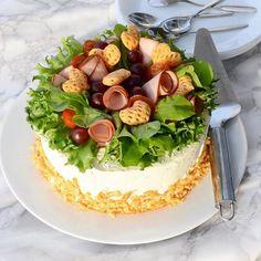 🥒 10 pers skinksmörgåstårta// 10 hlö kinkkuvoileipäkakku🥒 Sandwiches, Camembert Cheese, Food Porn, Appetizers, Entertainment, Decorating, Cake, Instagram, Savoury Cake