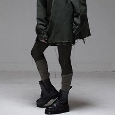 streetwear grunge Alternative fashion and inspiration Fashion Mode, Dark Fashion, Grunge Fashion, Street Fashion, Gothic Fashion, Black Aesthetic Fashion, Emo Fashion, Trendy Fashion, Mode Grunge