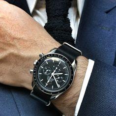 Omega Speedmaster on NATO nylon strap Modern Watches, Elegant Watches, Luxury Watches For Men, Beautiful Watches, G Shock Watches, Cool Watches, Analog Watches, Dream Watches, Vintage Rolex