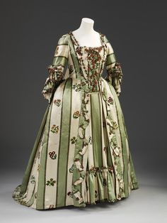 Gown Place of origin:Great Britain, UK (made) Date:1770-1779 (made) Artist/Maker:unknown (production) Materials and Techniques:Silk and linen, hand-woven and hand-sewn, and lined with linen