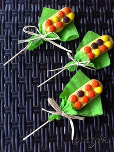 Easy Thanksgiving corn cookie craft for kids, with Vienna cookies.