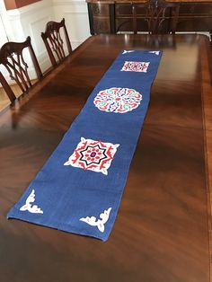 Ramadan table runner made with blue burlap and decorated with traditional khayamia fabric Eid Crafts, Ramadan Crafts, Ramadan Decorations, Diy And Crafts, Table Decorations, Dining Table Runners, Dining Decor, Ramadan Sweets, Islamic Celebrations