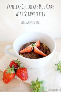 Vanilla-Chocolate Mug Cake with Strawberries (vegan & gluten-free) | curlsnchard.com