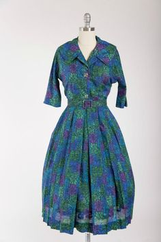 1950s vintage dress made of a printed voile in purple green and blue. Fitted…