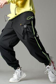 Jogger Pants Outfit, Mens Jogger Pants, Men's Pants, Mode Cyberpunk, Sport Fashion, Mens Fashion, Fashion Quiz, Future Clothes, Looks Cool