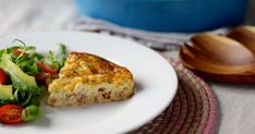 Want to enjoy the eggy goodness of a quiche but don& want the fuss of cooking with pastry? This crustless bacon and cheese quiche recipe is quick and easy and wonderfully tasty without the bother of having to deal with pastry. Easy Crustless Quiche Recipe, Quiche Dish, Quiche Recipes, Savoury Recipes, Healthy Recipes, Easy Cooking, Cooking Recipes, Budget Recipes, Budget Meals