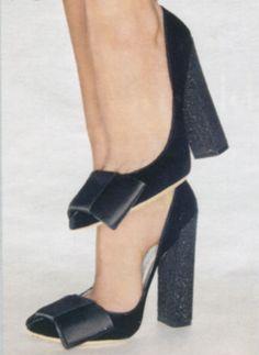 Louis Vuitton 'Beauty' pumps want these! Cute Shoes, Me Too Shoes, Shoe Boots, Shoes Heels, Louis Vuitton Shoes, Beautiful Shoes, Shoe Collection, Black Shoes, Black Pumps