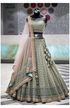 Indian Wedding Gowns, Indian Bridal Lehenga, Indian Gowns Dresses, Indian Bridal Outfits, Indian Fashion Dresses, Dress Indian Style, Indian Designer Outfits, Red Lehenga, Designer Dresses