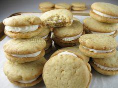 vanilla sandwich cookies w/ spiced rum buttercream!!