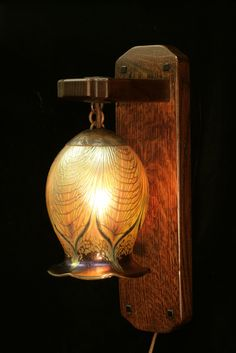 http://craftsmantouch.hubpages.com/hub/Bungalows---How-to-Decorate-an-Arts-Crafts-Icon