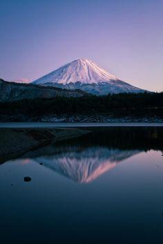 Mt. Fuji and Lake Sai, Yamanashi, Japan   Yuga Kurita 西湖と富士山