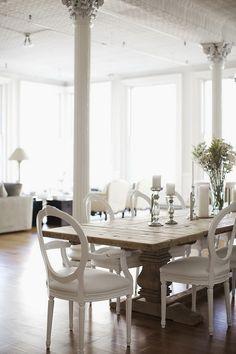 Decoração de: Sala de jantar; cadeira Luiz XV com encosto vazado;  Casa de Valentina