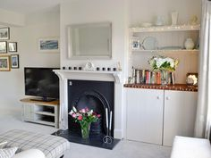Shabby and Charming: A cottage by the sea in Cornwall Mantle Piece, Cottages By The Sea, Front Rooms, Lounge Ideas, Cornwall, Old Houses, Snug, Living Rooms, Shabby Chic