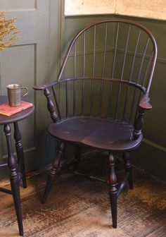 This is a Windsor chair. This is a Windsor chair because of the ladder back. This chair was made during the century. Colonial Furniture, Primitive Furniture, Country Furniture, Handmade Furniture, Colonial Chair, Antique Furniture, Maple Furniture, Old Chairs, Antique Chairs