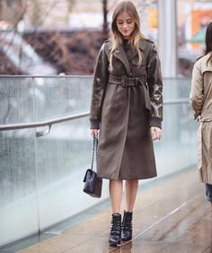 「This morning outside @toryburch in a @n21_official cozy coat ☔️ Pic by @vincenzo_grillo  #nyfw #newyork」