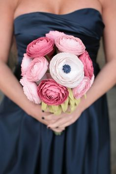 These paper ranunculus are SO beautiful! I wish I had seen these for MY wedding!! i LOVE LOVE LOVE them.