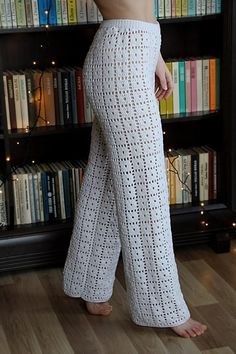 Discover thousands of images about White high waist knit pants long pants knitted trousers Crochet Shorts, Crochet Cardigan, Crochet Clothes, Crochet Pants Pattern, Knit Pants, Trouser Pants, Long Pants, Wide Leg Pants, Dressy Pant Suits