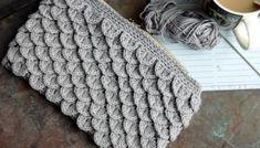 Sy lynlås i en taske eller pung, Guide til isyning af lynlås og foer Yarn Crafts, Diy And Crafts, Arts And Crafts, Knitted Bags, Diy Crochet, Crochet Ideas, Merino Wool Blanket, Diy Fashion, Free Pattern