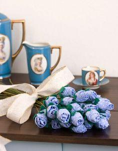 Botão de Rosas de Fuxico - Ótima dica para fazer arranjos para mesa de festas, dar de lembrancinha, decorar sua casa e muito mais..