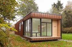 Chris Pardo Design: Elemental Architecture designed this modern prefab island retreat as a small vacation cabin on the island of Marrowstone in Washington. Tiny House Exterior, Modern Exterior, Method Homes, Garden Cabins, Steel Frame House, Box Houses, Tiny Houses, Small Cottages, Tiny House Plans