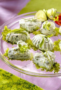 Kurkku-jogurttihyytelöt Ethnic Recipes, Food, Eten, Meals, Diet