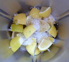 Zitronen und Meersalz in den Mixtopf geben Dairy, Cheese, Food, Tricks, Beauty, Food Processor Recipes, Spices And Herbs, Sea Salt, Thermomix