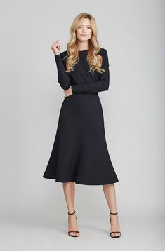 Modest Fashion doesn't mean frumpy! Fashion Tips (and a free eBook) here… Modest Dresses, Modest Outfits, Classy Outfits, Modest Fashion, Day Dresses, Cute Dresses, Beautiful Dresses, Fashion Dresses, Dresses For Work