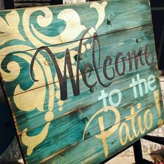 20 Brilliant DIY Pallet Furniture Design Ideas to Inspire You - diy pallet creations Pallet Crafts, Pallet Projects, Wood Crafts, Craft Projects, Craft Ideas, Pallet Ideas, 31 Ideas, Painted Signs, Wooden Signs