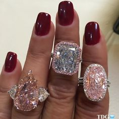 Diamond Rings I get excited to wear one pink or blue diamond. can you imagine how happy I was wearing not one but three? Pink Diamond Ring, Diamond Girl, Diamond Jewelry, Pear Diamond, Bling, Ring Verlobung, Diamond Are A Girls Best Friend, Colored Diamonds, Pink Diamonds