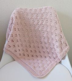 Baby Blanket de Clara - Tricot et crochet Free Baby Blanket Patterns, Crochet Blanket Patterns, Baby Blanket Crochet, Baby Knitting Patterns, Crochet Baby, Owl Blanket, Crochet Stitches, Cable Knit Blankets, Knitted Baby Blankets