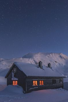 """banshy: """" In the Blue // Espen Haagensen """" On a cold night it's nice to know we'll leave the lights Winter Cabin, Cozy Cabin, Winter Photography, Nature Photography, Cabana, Little Cabin, Cold Night, Cabins And Cottages, Through The Window"""