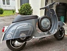 All things Lambretta & Vespa, well all things if they are pictures. (and perhaps the odd other thing that catches my eye from time to time including occasional adult content! Vespa Motor Scooters, Vespa Bike, Motos Vespa, Vespa Lx, Vespa Sprint, Piaggio Vespa, Lambretta Scooter, Vespa Retro, Retro Scooter