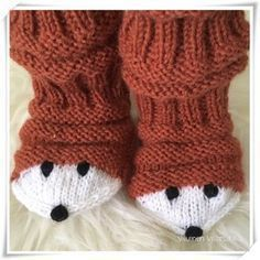 Löysin Pinterestistä Kun äiti kelaa -blogin idean kettuteemaan tuunatuista junasukista . Ja sitten kun Prismasta löytyi vielä täydellistä k... Crochet Socks, Knitted Slippers, Knit Mittens, Love Crochet, Diy Crochet, Knitting Socks, Hand Knitting, Knitting For Kids, Baby Knitting Patterns