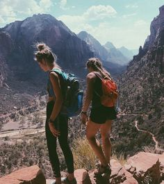 Italy Alps mountains 🖤 Friend Pics, Friend Pictures, Besties, Bestfriends, Travel Goals, Travel Pics, Friend Travel, Recreate Photos, Camping Friends