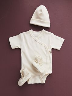 Knitted Baby Shoes and Beanie: White Wool #wow #color #kids #style