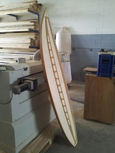 Surfing holidays is a surfing vlog with instructional surf videos, fails and big waves Surfboard Shapes, Wooden Surfboard, Pedal Boat, Woodworking Projects, Diy Projects, Standup Paddle Board, Diy Boat, Boat Stuff, Boat Design
