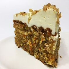 Here is a recipe for the most beautiful and moist cake - caramel carrot cake with pecans. Adding caramel with nuts to the cake takes it to a new level. Healthy Recipes, Sweet Recipes, Baking Recipes, Brownie Recipes, Cake Recipes, Dessert Recipes, Ottolenghi Recipes, Yotam Ottolenghi, Cheesecakes