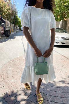 1980s Fashion Trends, Spring Outfits Women Casual, Minimalist Dresses, Minimalist Wardrobe, Minimalist Style, Vest Outfits, Parisian Style, Summer Looks, Retro