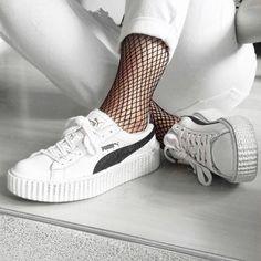 Shop the Look: White Denim, Netzleggings und Puma Creepers. Jetzt entdecken und shoppen: sturbock.me/u9Q