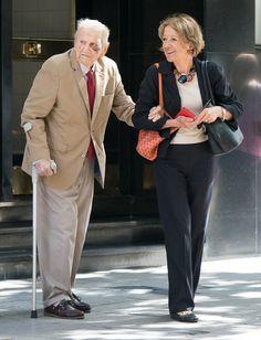 Máxima de Holanda, saliendo del hospital en el que murió su padre. El dolor puede apreciarse en la reina más sonriente de Europa.