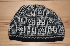 """""""Voss"""" knitted hat."""
