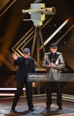 Bruce Johnston (l) and Mike Love of 'The Beach Boys' perform after receiving the Golden Camera award for their life's work in Hamburg, northern Germany on February 6, 2016. / AFP / POOL / Christian Charisius