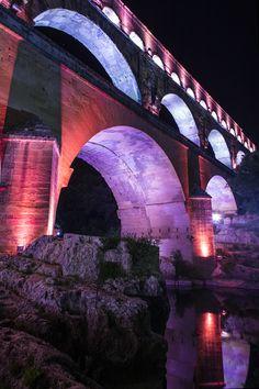 Un travail tout en perspectives, où les couleurs viennent sublimer l'architecture du colosse de pierre : LA MISE EN LUMIÈRE  Photo : L. Rebelle