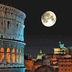 Vista nocturna de Roma Italia