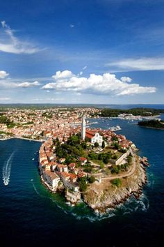 Die Altstadt von Rovinj liegt auf einer nahezu kreisrunden Halbinsel